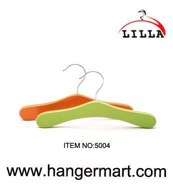 SMALL- Fijne kwaliteit gekleurde houten babykleertjes hangers 5004