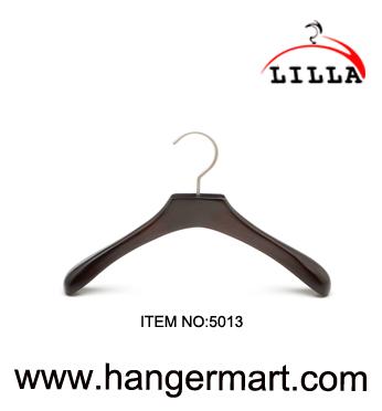 SMALL- brede schouder kindje houten kleerhangers met anti-roest haak, natuur 5013
